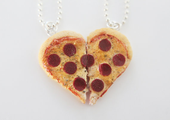 11 unexpectedly adorable friendship necklaces to be shared by besties