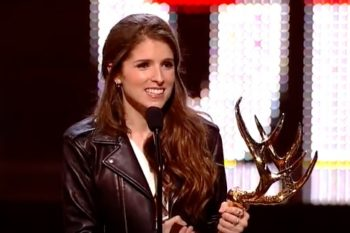 """Anna Kendrick just won an award for being """"physically perfect"""""""