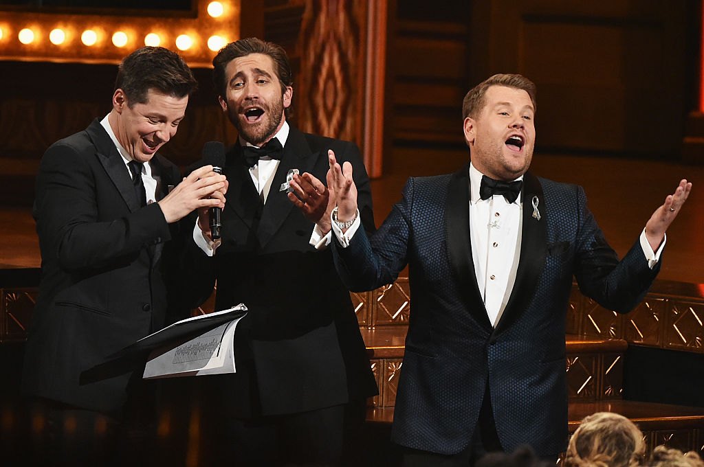 """Jake Gyllenhaal, Sean Hayes, and James Corden ~secretly~ sang """"A Whole New World"""" at the Tony's"""