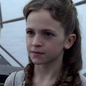 """Pirates of the Caribbean's"" young Elizabeth Swann is all grown up and GORGEOUS"