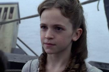 """""""Pirates of the Caribbean's"""" young Elizabeth Swann is all grown up and GORGEOUS"""