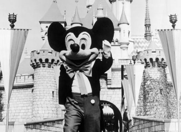 These vintage photos of Disneyland will make your nostalgia dreams come true