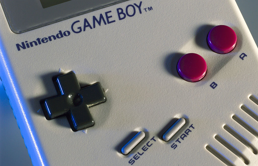 OMG: This phone case lets you turn your smartphone into a Game Boy