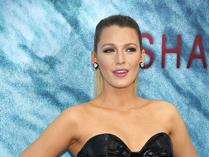 "Blake Lively looks like a gothic ballerina at the ""Shallows"" premiere, and it's amazing"