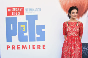 Jenny Slate and Chris Evans have taken their relationship to the red carpet