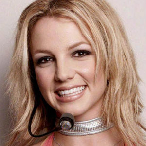 Remember in 2000, when Britney Spears was totally obsessed with this one accessory?