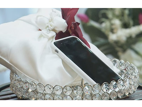 This man got married to his smartphone, and you HAVE to hear his reasoning