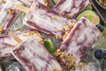 These breakfast popsicles are delicious, and perfect for summer!