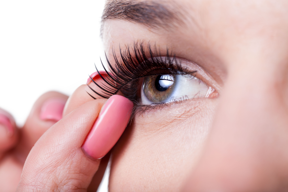 Magnetic false eyelashes are here \u2014 because the future of ...