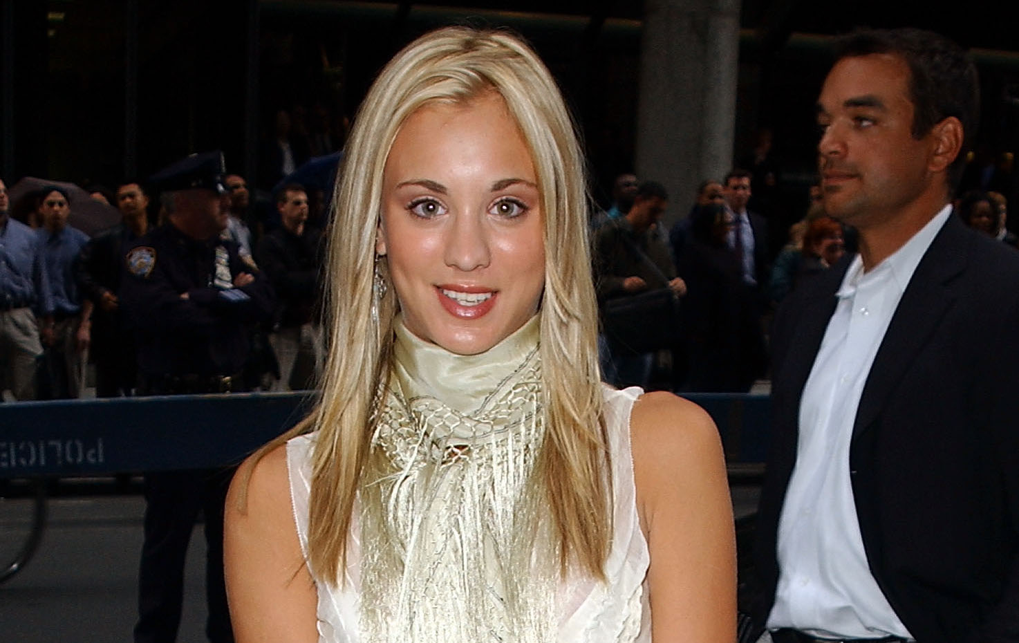 This 2002 image of Kaley Cuoco is giving us all the #tbt vibes