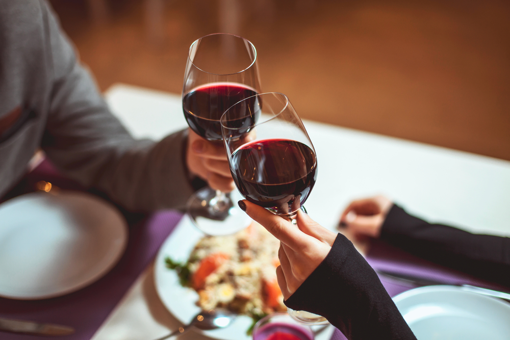 Apparently if you order the same food as your Tinder date, they'll like you more