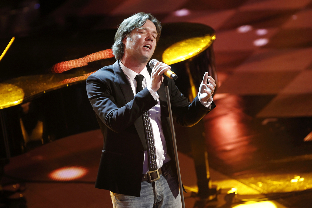 """Rufus Wainwright singing """"Hallelujah"""" with a 1,500-person choir is the best thing you'll see all day"""