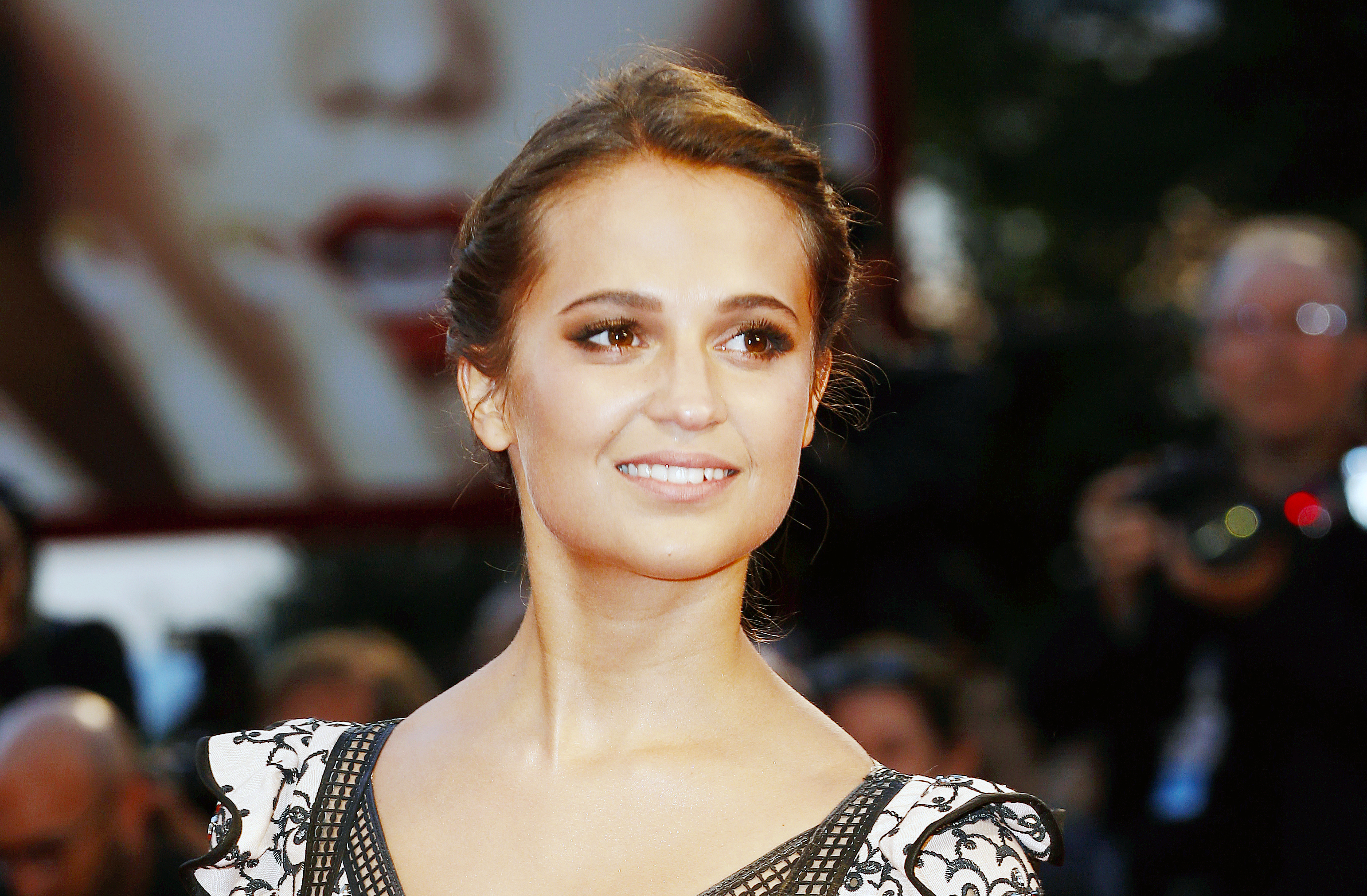 Alicia Vikander Slays In Silver Dress At Quot Jason Bourne