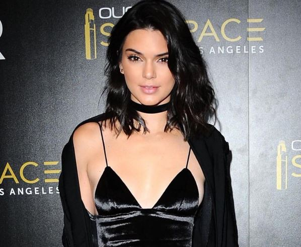 Kendall Jenner rocked a head-to-toe '90s look last night and we want it all