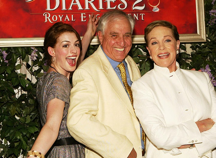 """The beautiful way Anne Hathaway paid tribute to """"Princess Diaries"""" director Garry Marshall"""