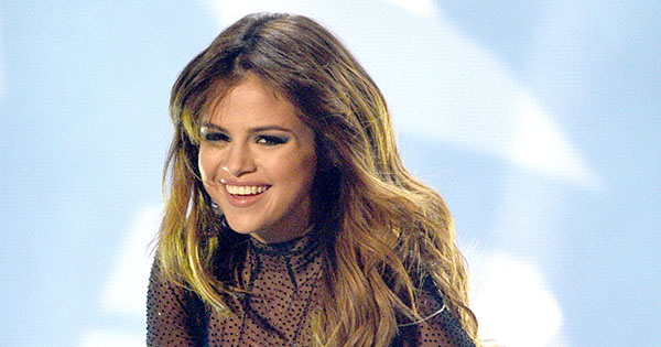 Yay! Selena Gomez has done her first makeup tutorial and it's beautiful