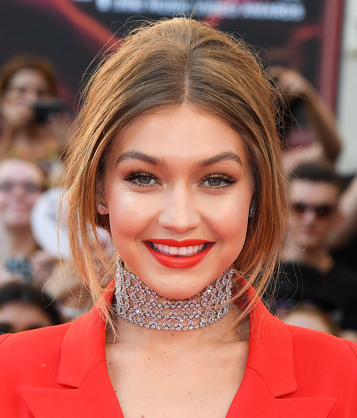Gigi Hadid's eye makeup makes her look like a peacock princess