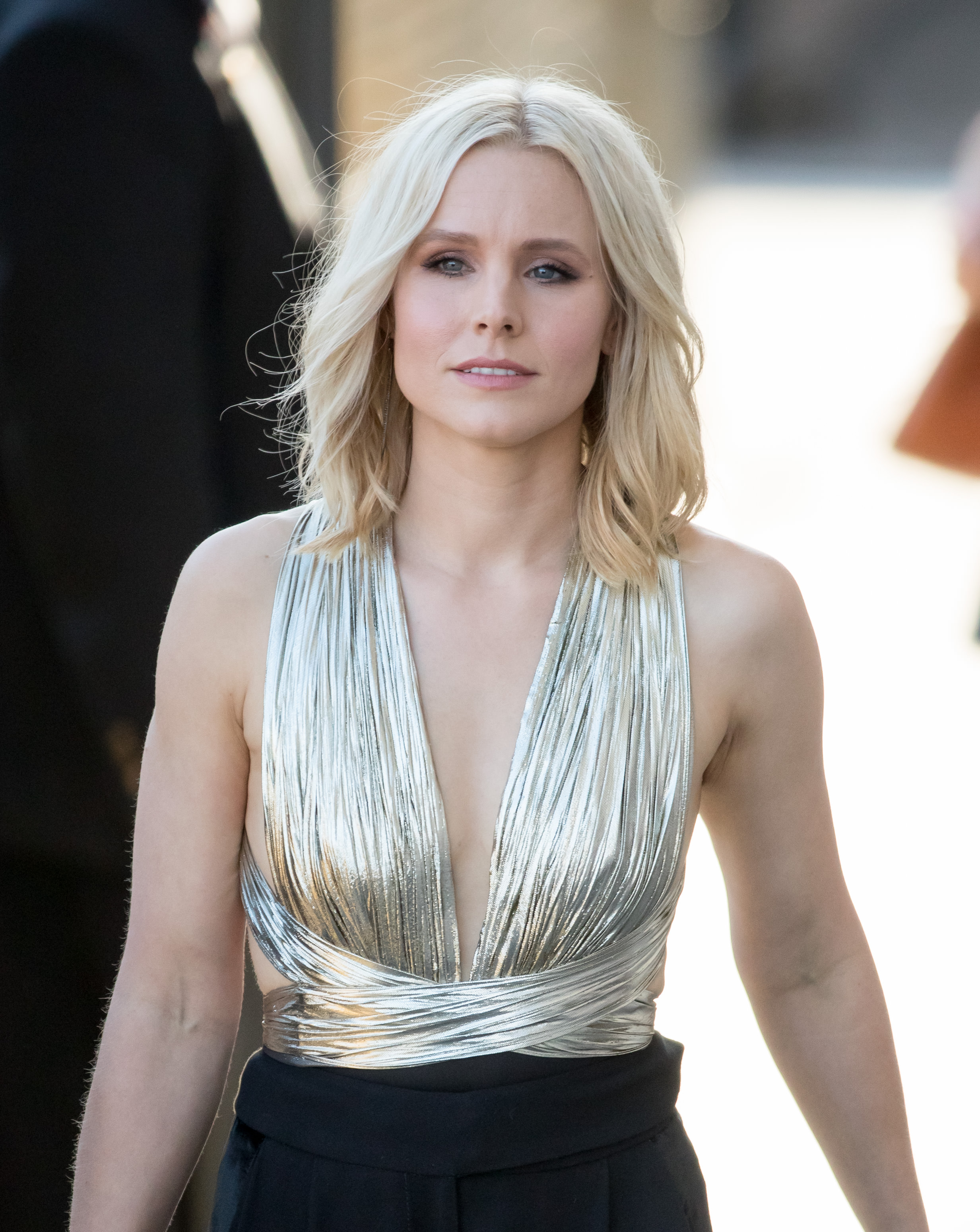 Kristen bell looks like a disco queen in this metallic outfit