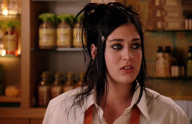 """Mean Girl's"" Lizzy Caplan is engaged, and that's like, so fetch"