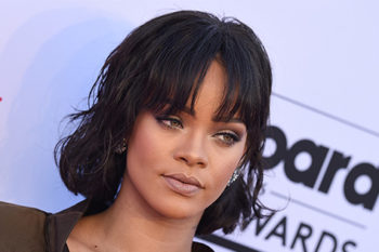 Rihanna really doesn't want to you playing Pokémon at her show