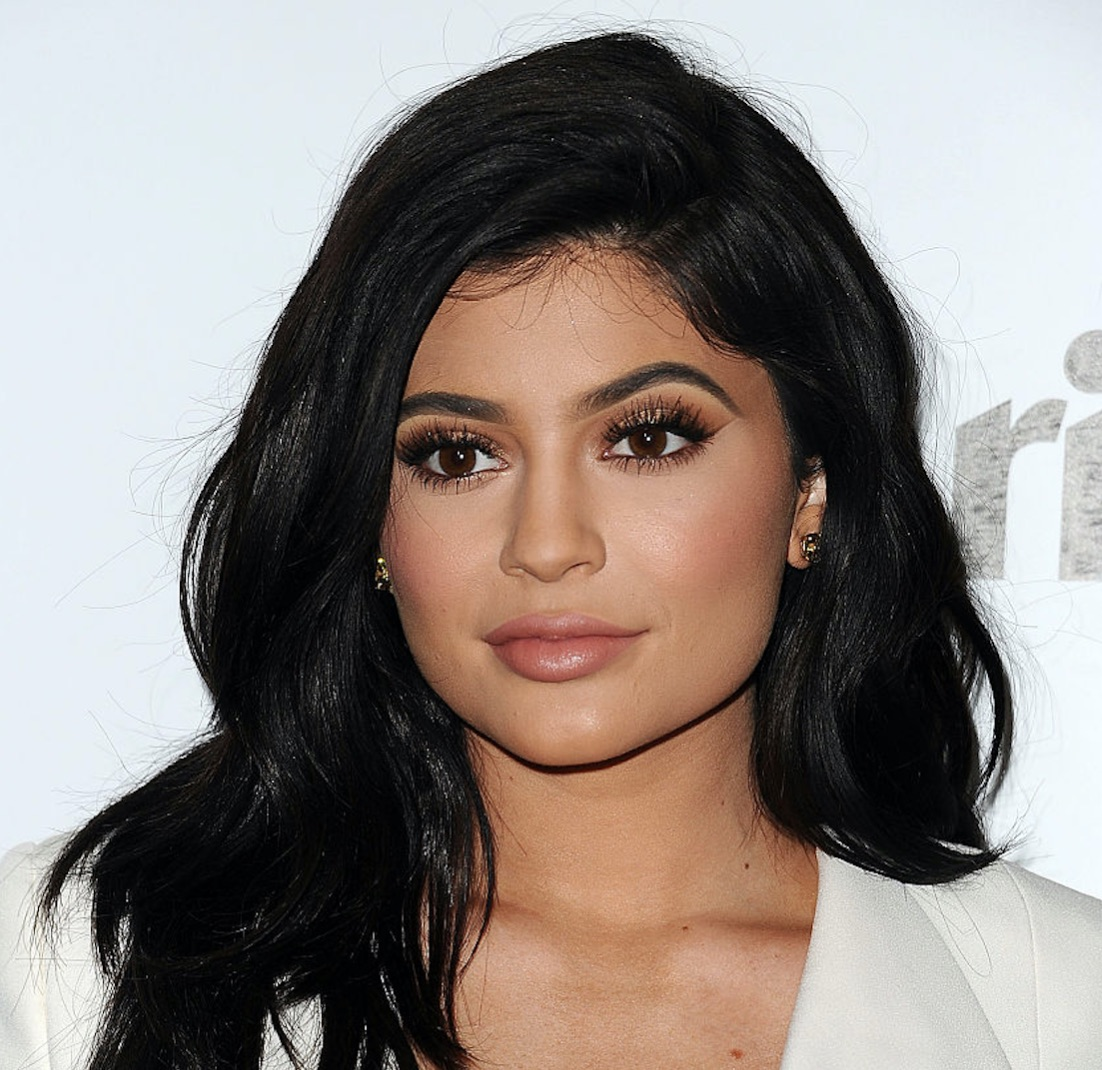 Kylie Jenner just went door-to-door surprising some lucky fans, and we're super jealous