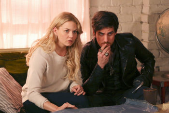 """Once Upon a Time's"" Emma and Hook have the most magical Comic-Con tradition"