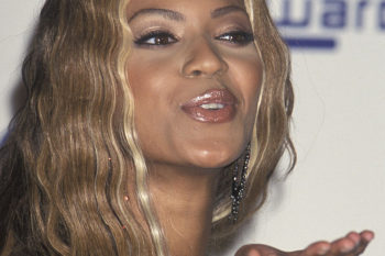 Beyoncé is unrecognizable in this pic of her very first red carpet, and we're freaking out