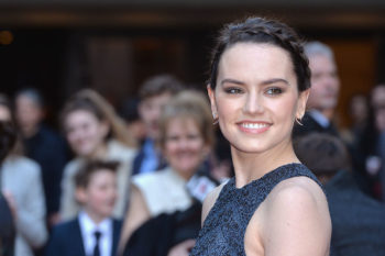"""Daisy Ridley shares the same """"disappointment"""" we all have with those ~beautifying~ Snapchat filters"""