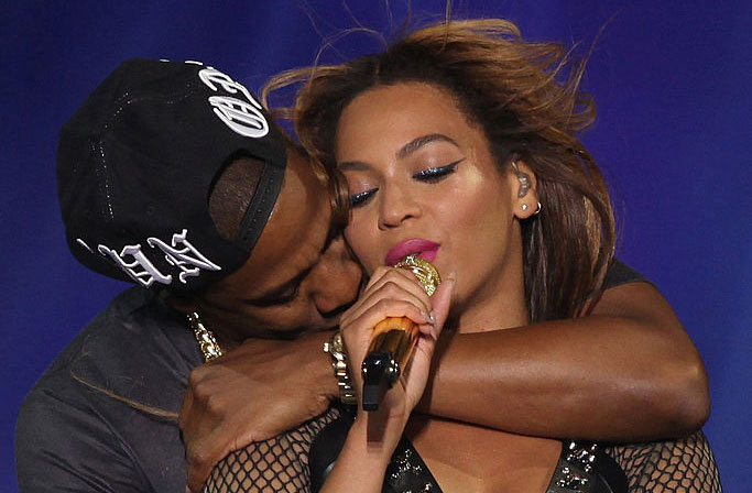 "Beyoncé and Jay Z just recreated the famous ""Titanic"" flying pose and destroyed us all"