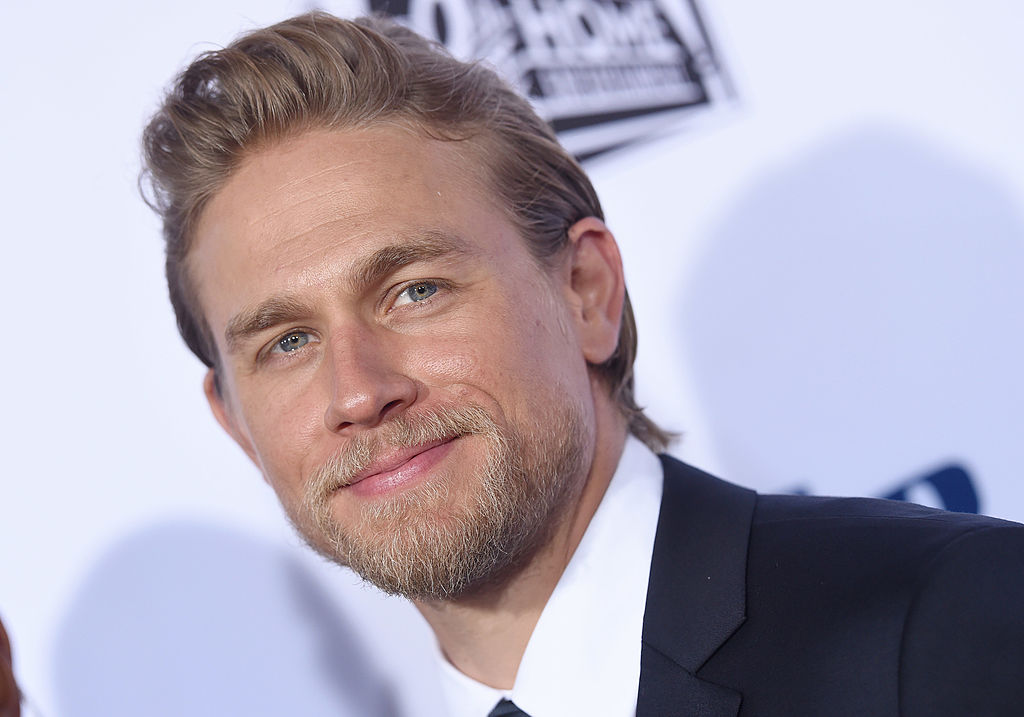 """We are drooling over shirtless Charlie Hunnam in the new """"King Arthur"""" trailer"""