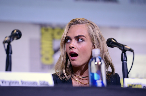 "Cara Delevingne's latest ""Suicide Squad"" hair is giving us major '90s flashbacks"