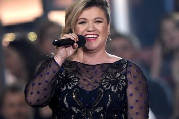 Kelly Clarkson adorably forgot lyrics during a Facebook Live digital concert and we love her more for it