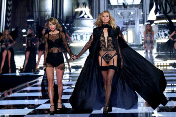 Here's how Taylor Swift schooled Karlie Kloss in makeup (in the best way)