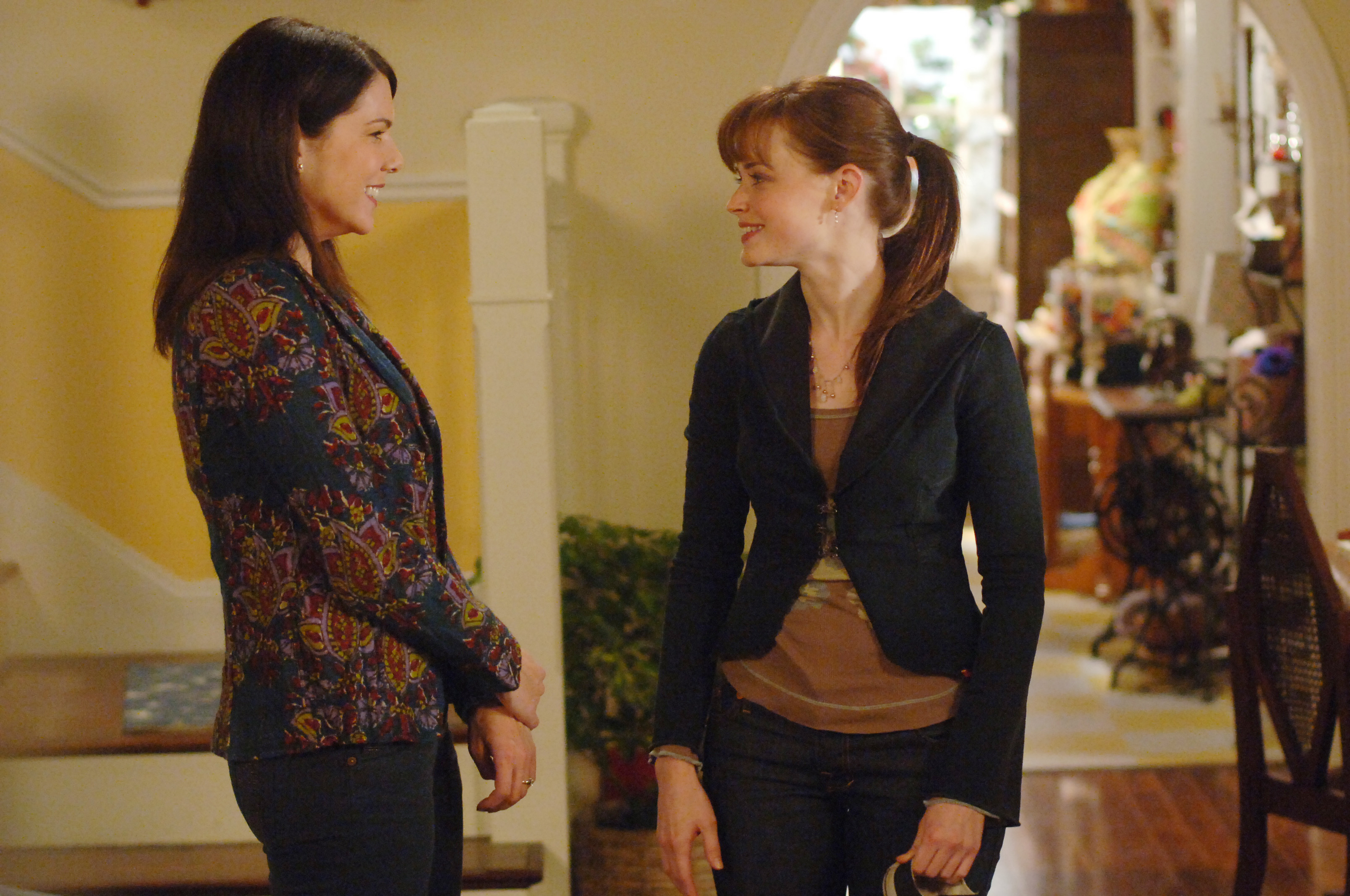 "Lauren Graham just posted a ""Gilmore Girls"" picture that has us very, very worried"