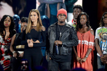 Jessica Alba and Ne-Yo make a powerful call to #StopTheViolence at the TCAs, and we should all listen