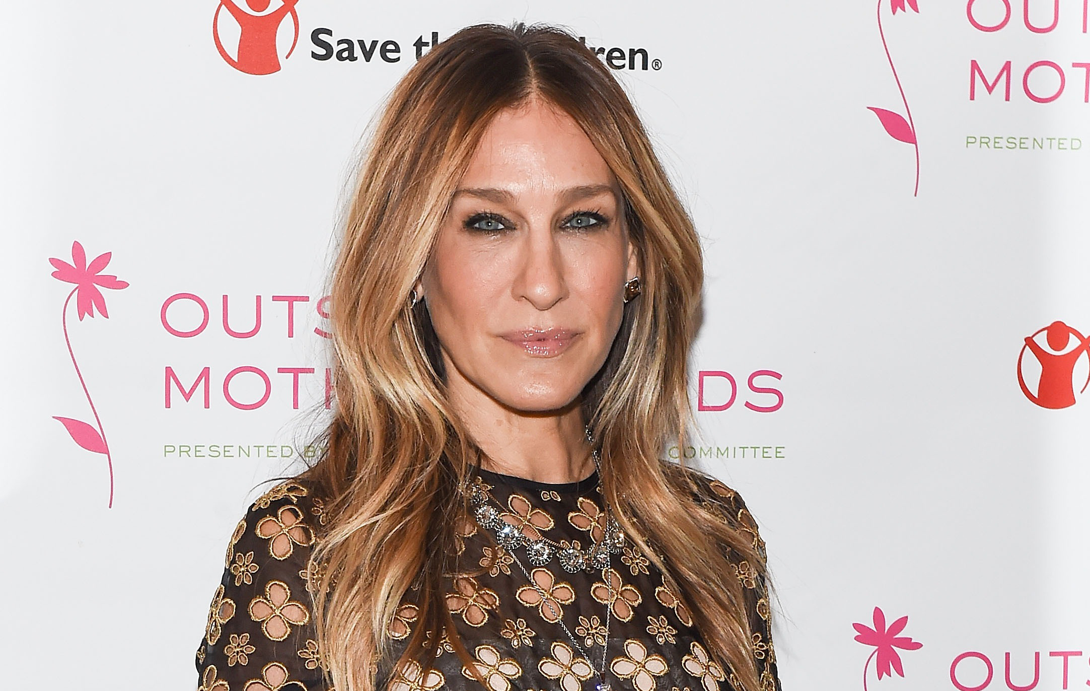 Sarah Jessica Parker looks like a literal angel from heaven in this flowy white dress