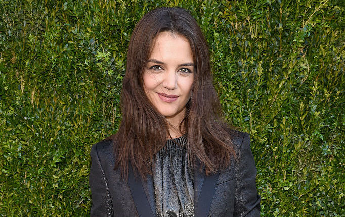 Katie Holmes posts an #IWokeUpLikeThis selfie, showers us with cuteness