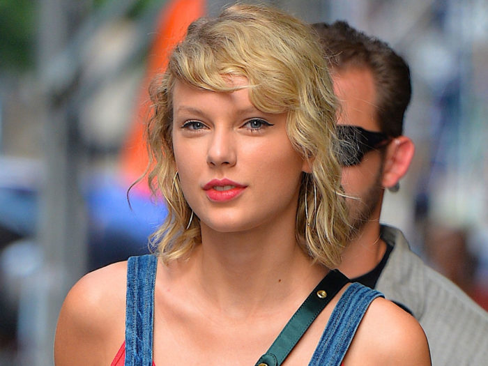 Psa taylor swift dyed her hair again and it s giving us blonde