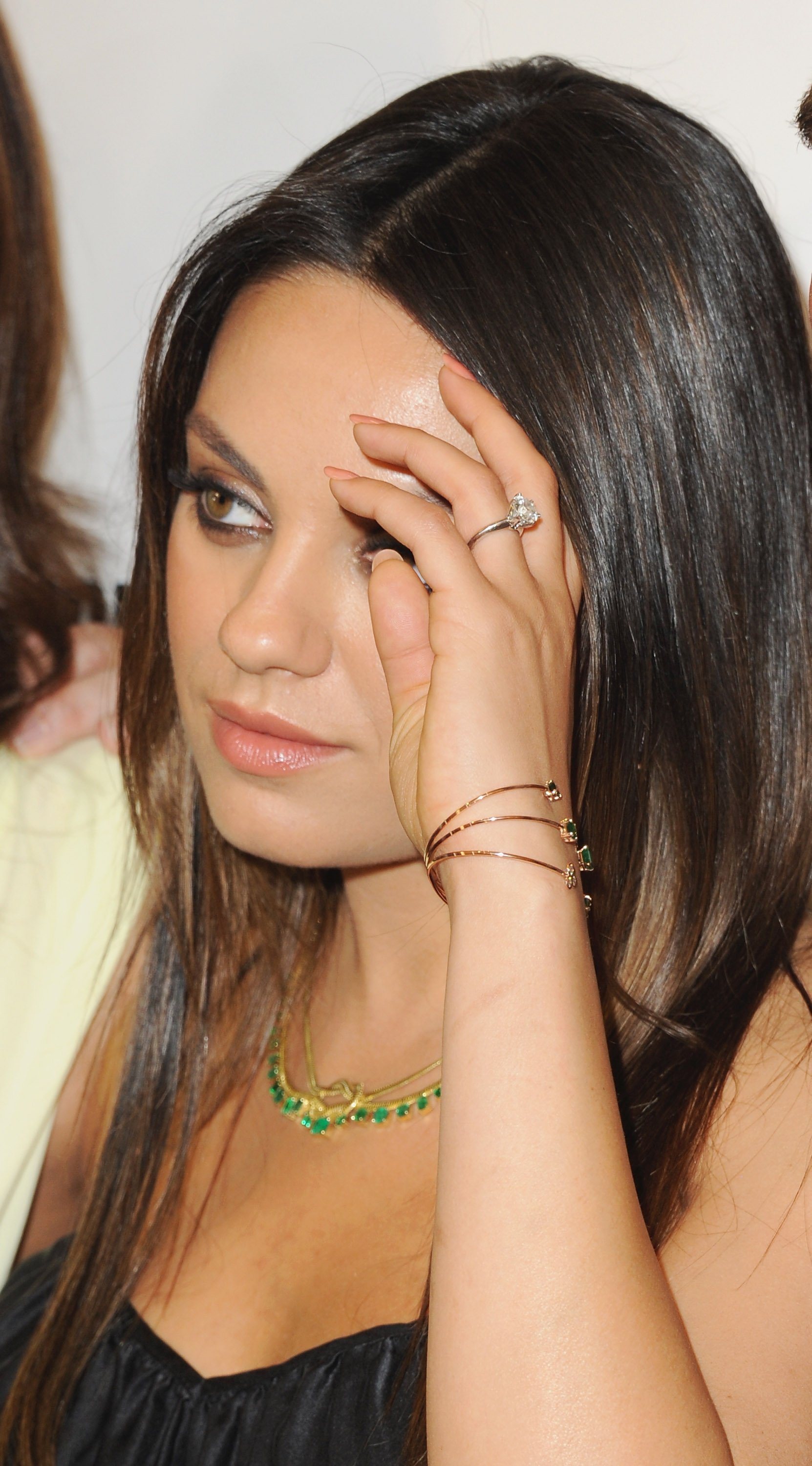 this is why mila kunis doesnt wear the engagement ring