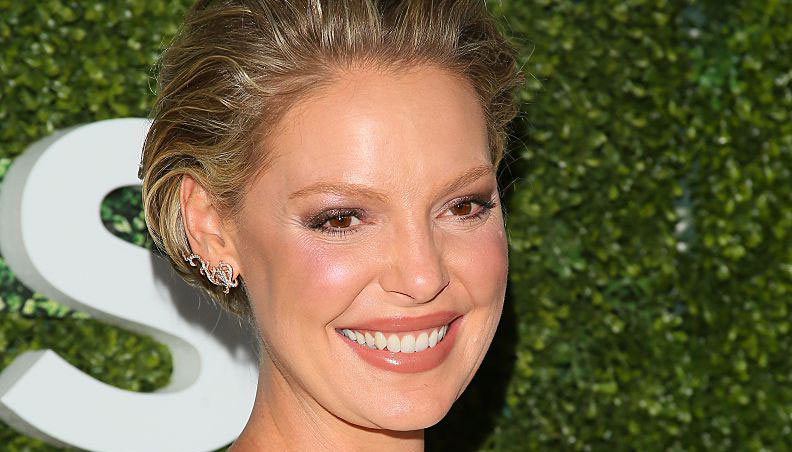 Katherine Heigl just nailed maternity chic in a gorgeous form-fitting cut out dress
