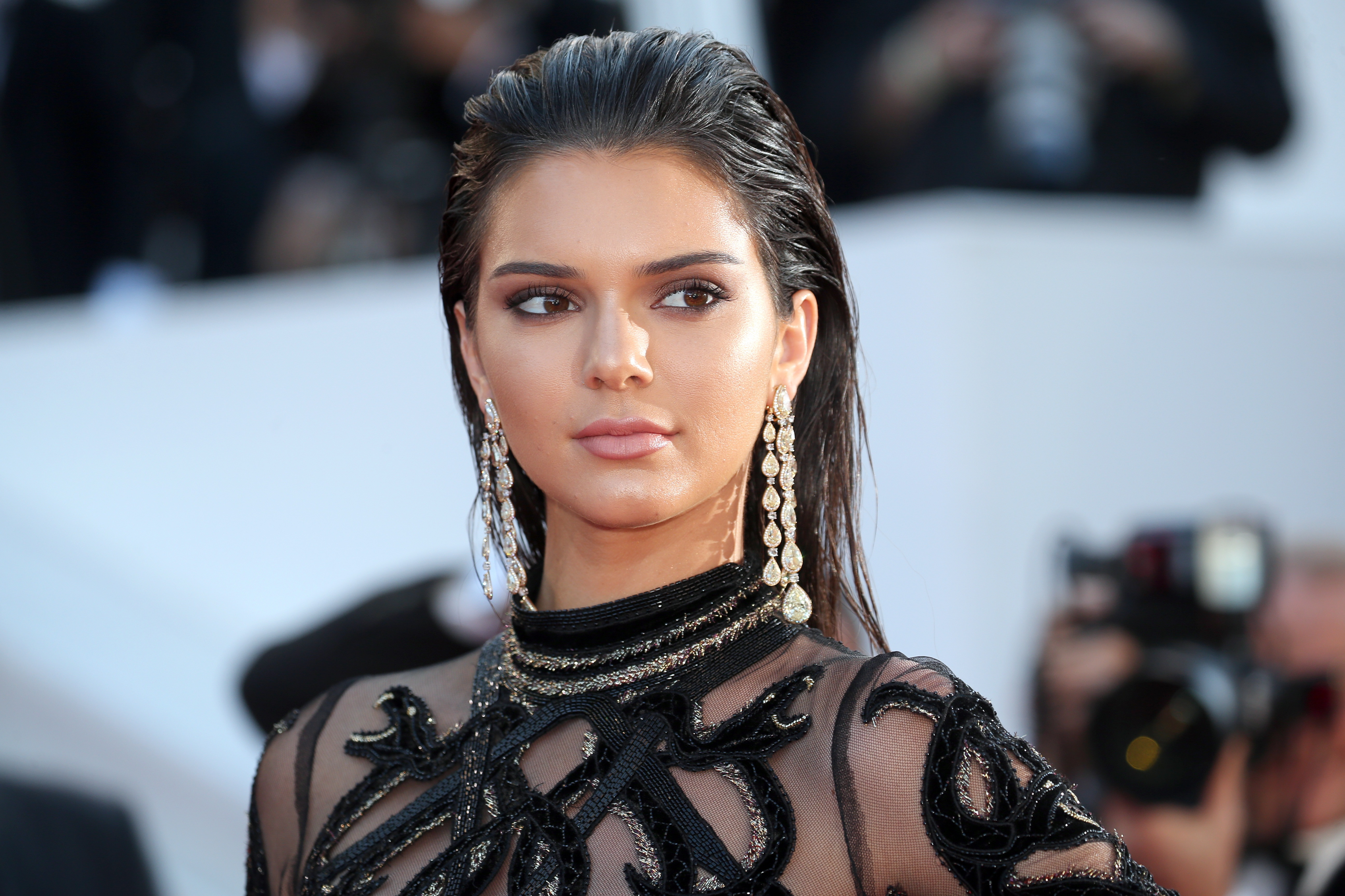 You probably haven't noticed that Kendall Jenner wears this type of shoes with EVERYTHING