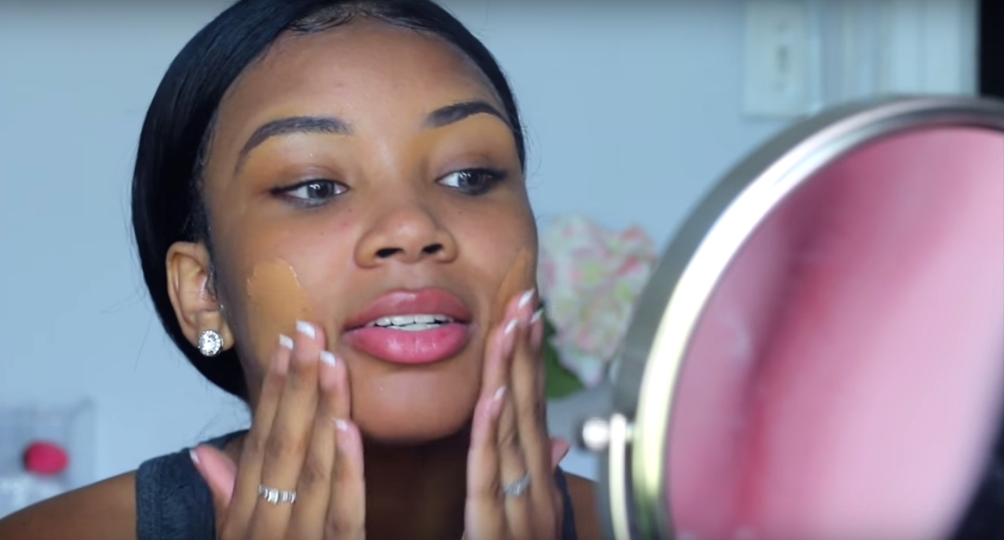 This beauty vlogger proves you don't need a makeup brush to look flawless