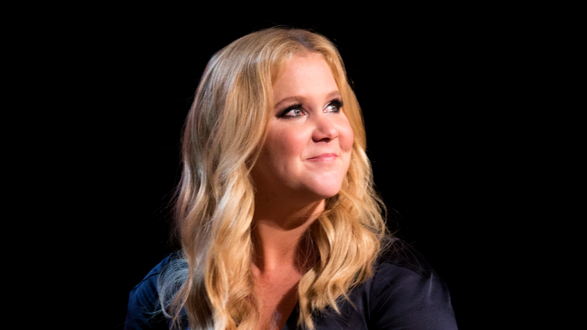 Amy Schumer's tactic for getting Goldie Hawn out of retirement is giving us #lifegoals