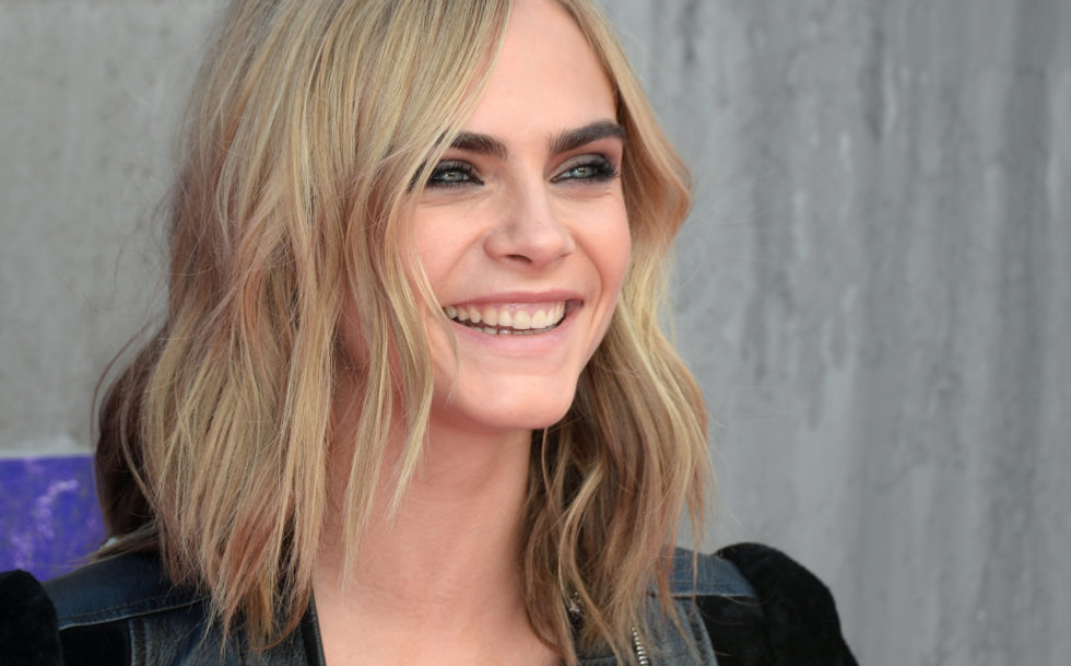Cara Delevingne just did an incredibly difficult Mannequin Challenge and we love it