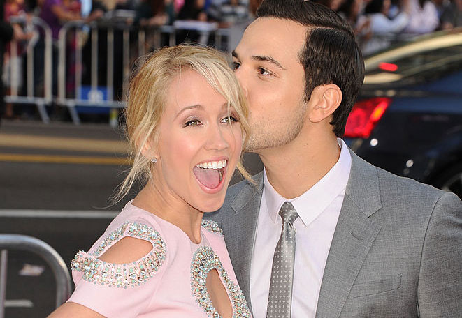 """Pitch Perfect"" couple Anna Camp and Skylar Astin had the most aca-amazing bachelor/bachelorette parties"