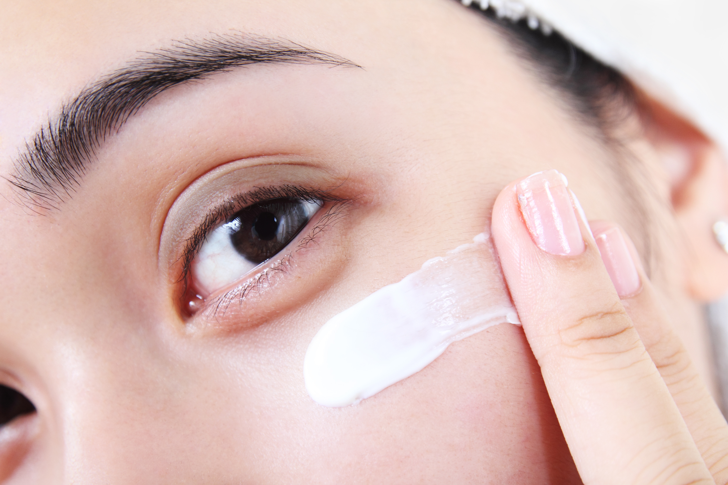 According to dermatologists, this is how your moisturizer should actually make your skin feel