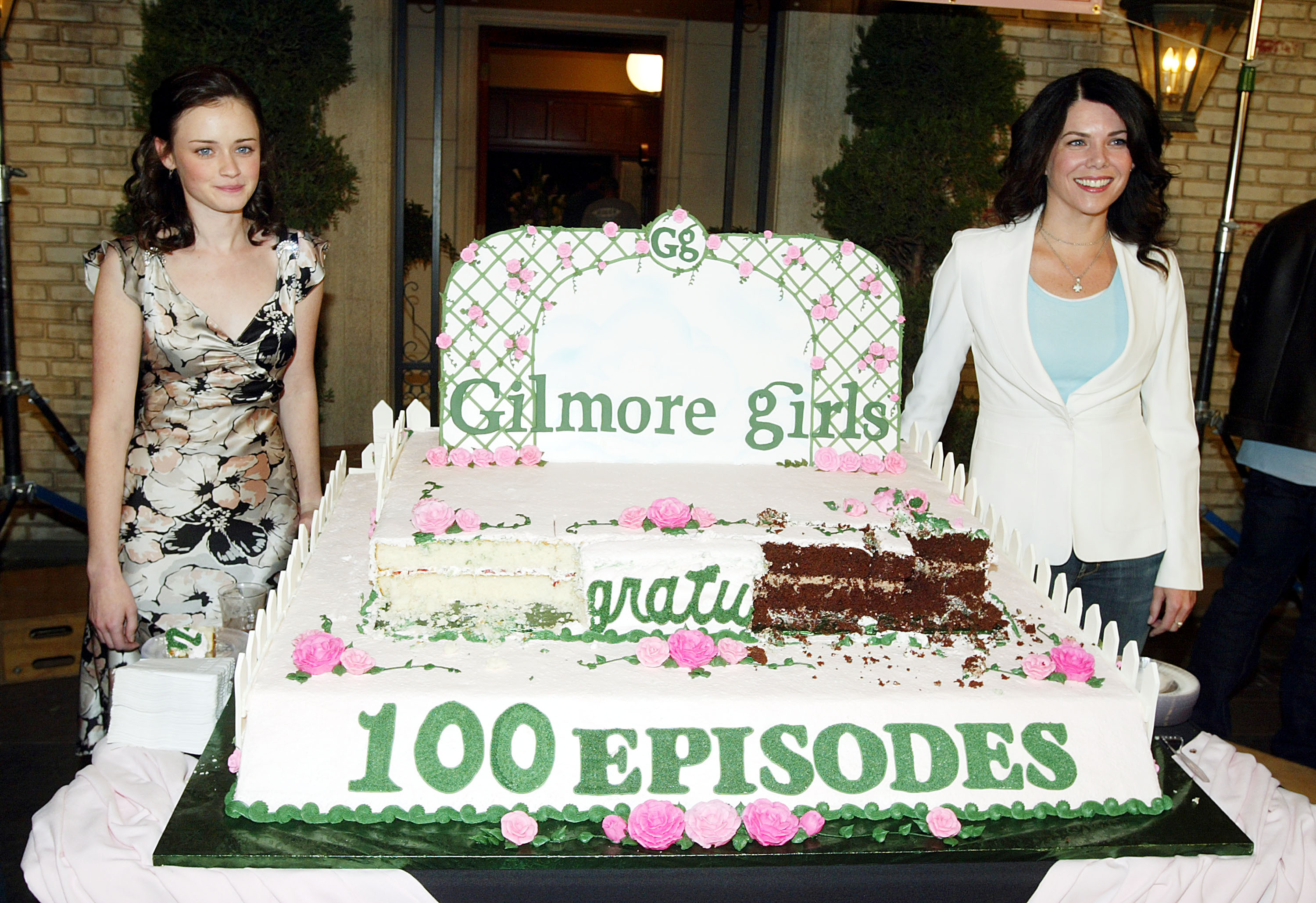 "Here's what the ""Gilmore Girls"" 100th episode party looked like way back when"