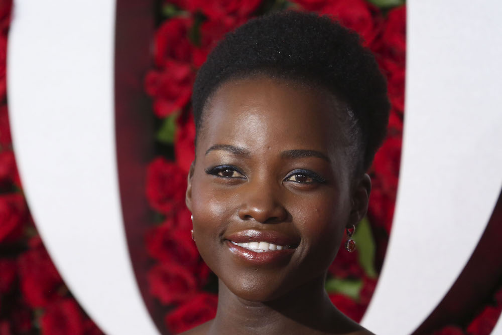 Lupita Nyong'o switches up her 'do, looks amazing as always