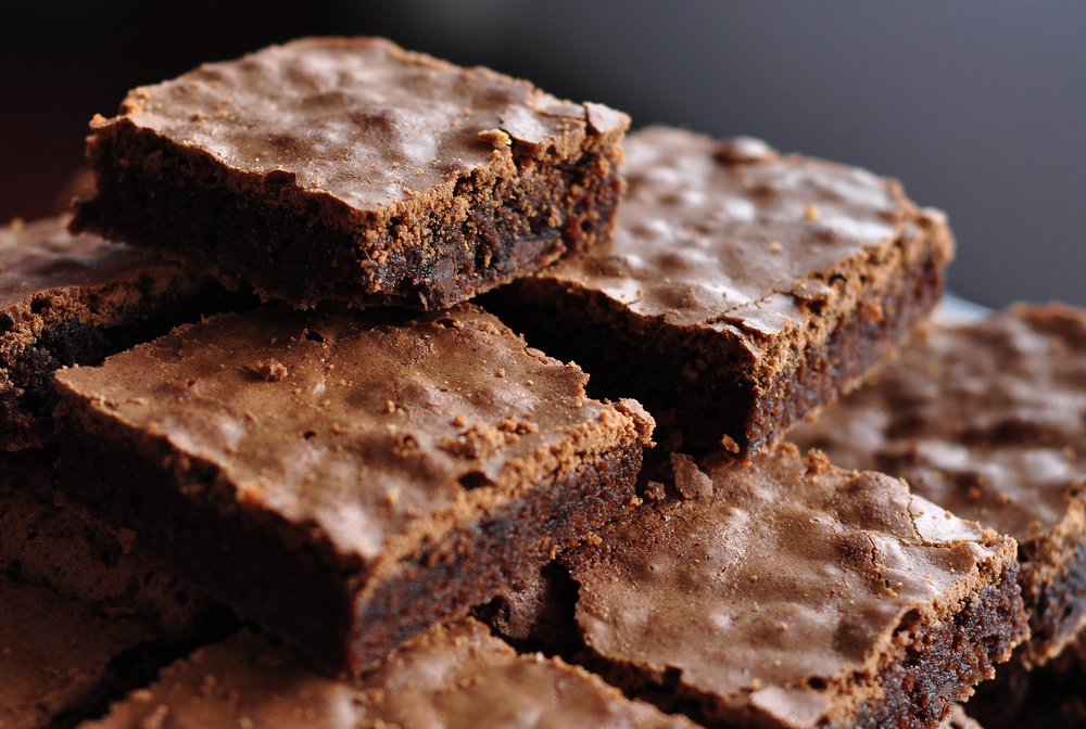 Dad accidentally eats special brownies, manages to insult his cat