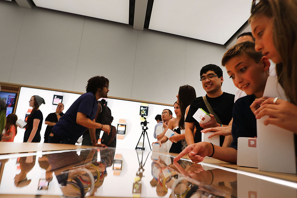 Whoa, Apple stores are changing up their name and it's messing with our minds